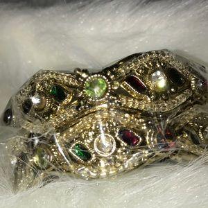 Jewelry - ❄️ 2/$30 ❄️ New Gold bangles